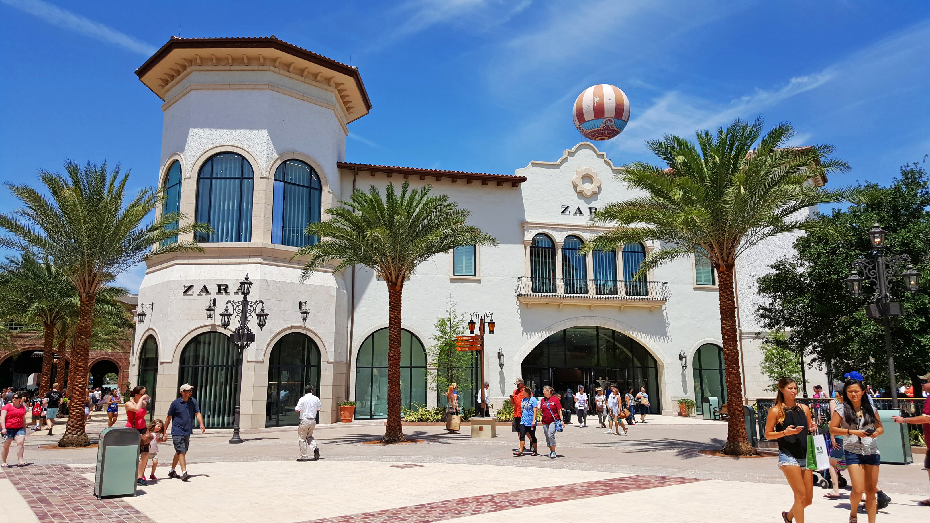 559ab5355f Disney Springs opens new Town Center - Casiola