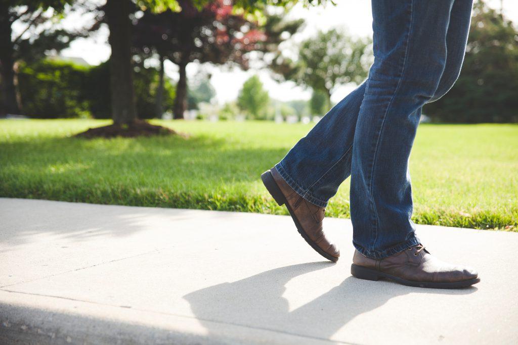 man walking shoe sidewalk jeans footwear 106971 pxhere.com
